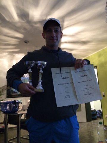 Björn Krüger setzte sich bei den diesjährigen Kreismeisterschaften in seiner Altersklasse nach harten Matches durch und holte den Titel nach Uedem.